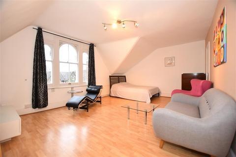 Studio to rent - Cambridge Road, Wanstead