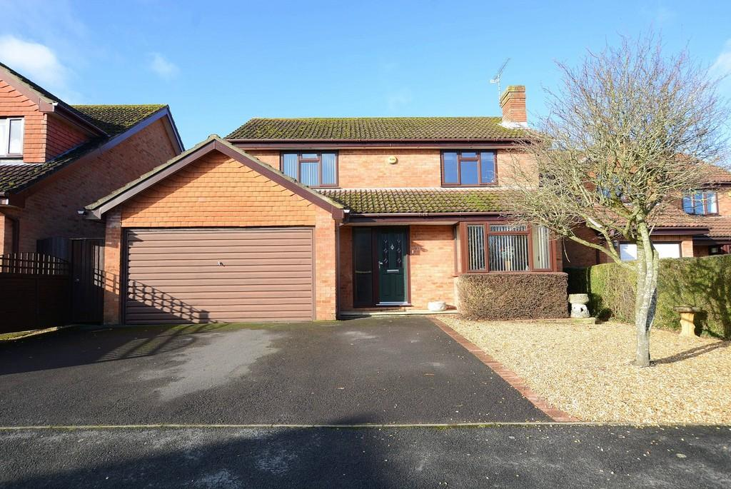 4 Bedrooms Detached House for sale in Burley Close, Verwood