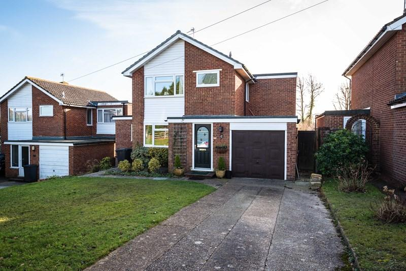 3 Bedrooms Detached House for sale in Downsview Crescent, Uckfield