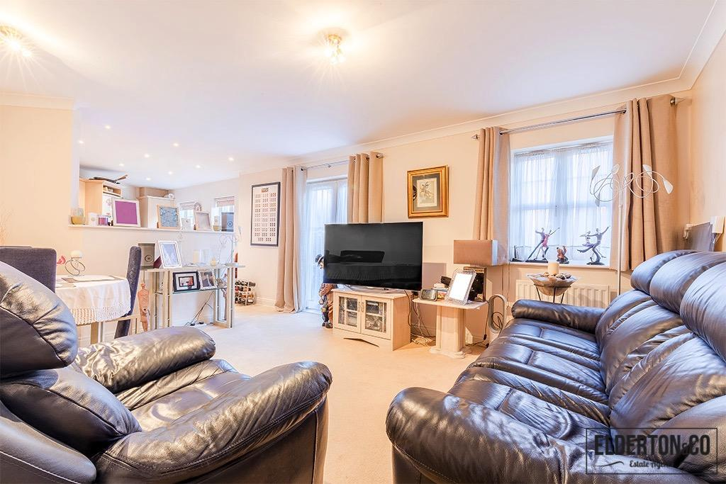 2 Bedrooms Apartment Flat for sale in Shillingford Close, Mill Hill NW7