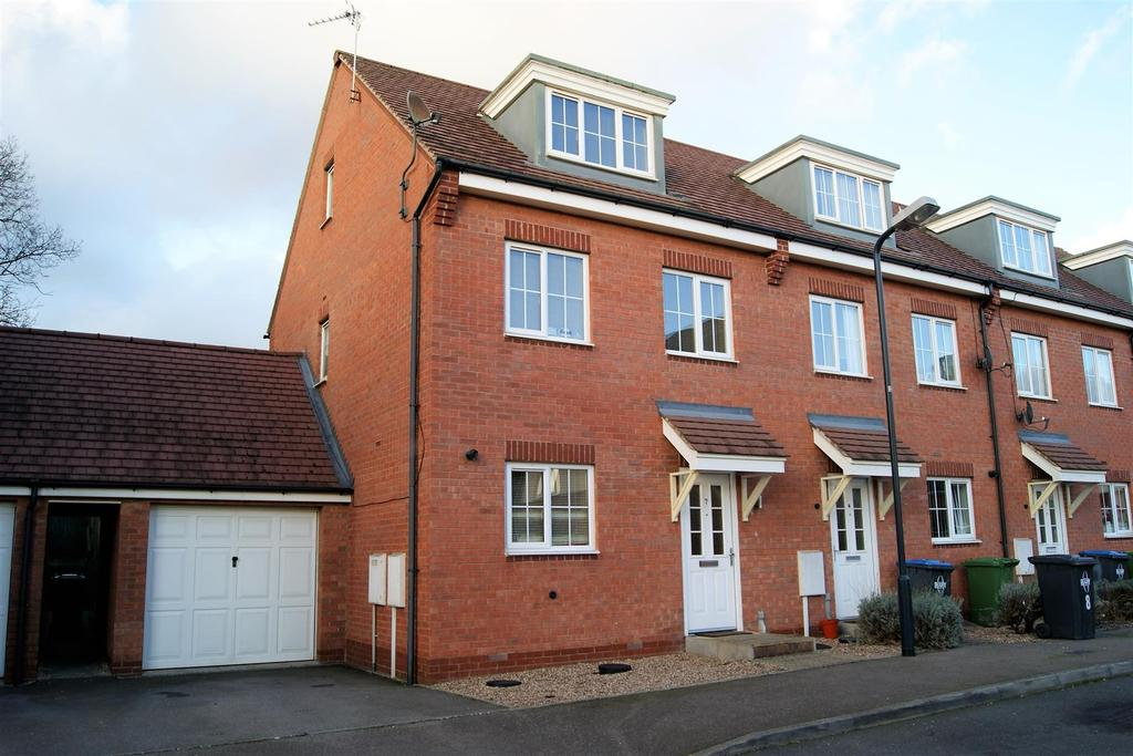 3 Bedrooms House for sale in Hidcote Close, Rugby