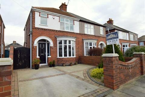 3 bedroom semi-detached house for sale - Wendover Rise, Cleethorpes, North East Lincolnshrie