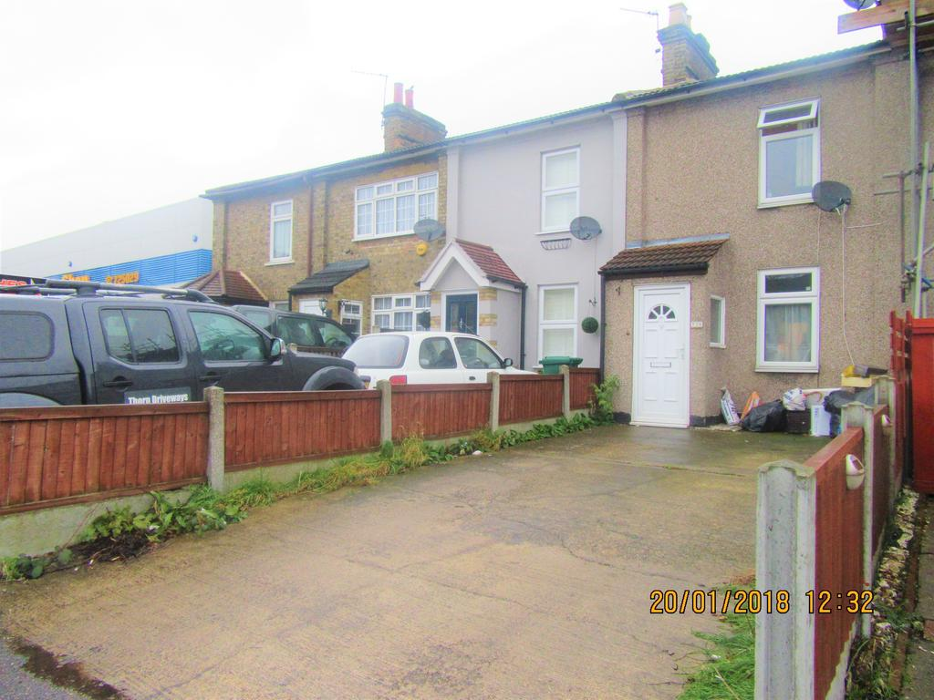 2 Bedrooms Terraced House for rent in London Road, Romford RM7