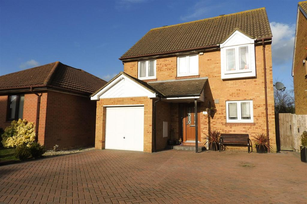 4 Bedrooms Detached House for sale in Drake Avenue, Mayland, Chelmsford