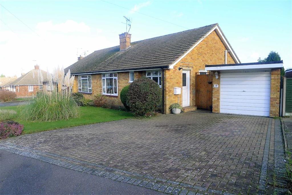 2 Bedrooms Semi Detached Bungalow for sale in Chalfont Drive, Rainham, Kent, ME8