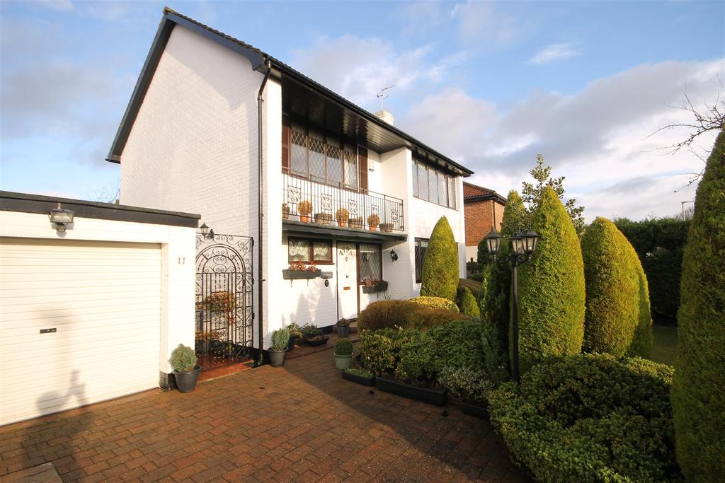3 Bedrooms Detached House for sale in Meadow Drive, West Park, Hartlepool