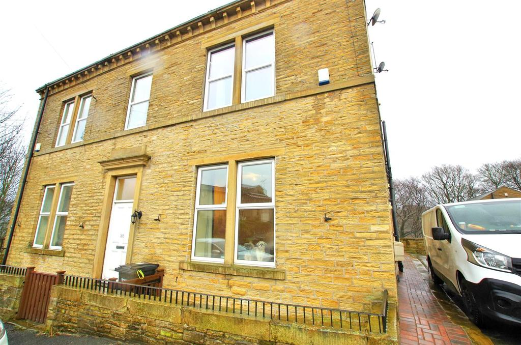 2 Bedrooms Terraced House for sale in Stainland Road, Holywell Green