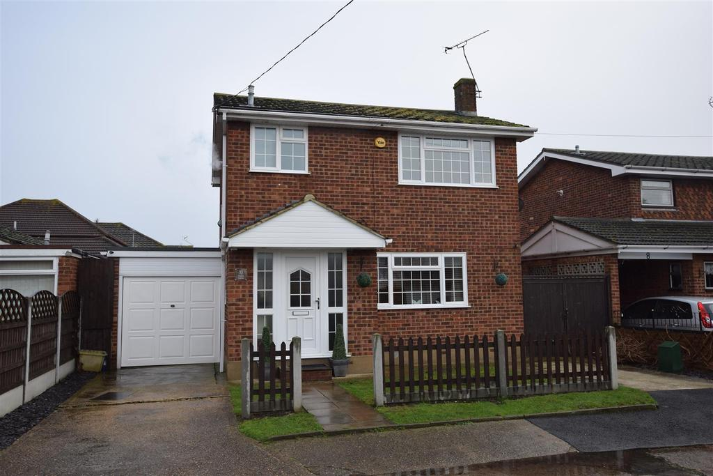 3 Bedrooms Detached House for sale in Thelma Avenue, Canvey Island