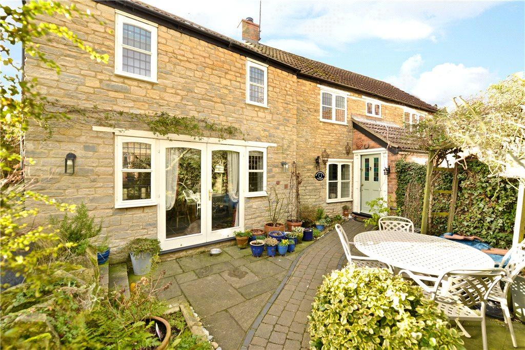3 Bedrooms Semi Detached House for sale in Dychurch Lane, Bozeat, Northamptonshire
