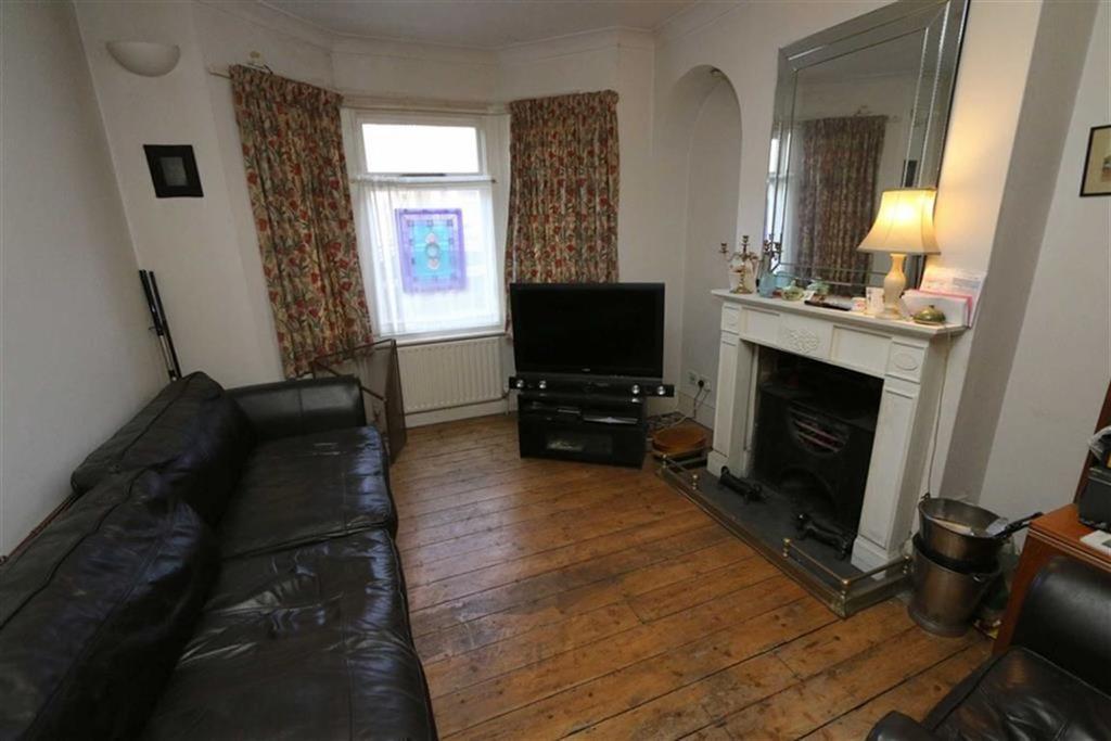 2 Bedrooms Terraced House for sale in Roydene Road, Plumstead, London, SE18