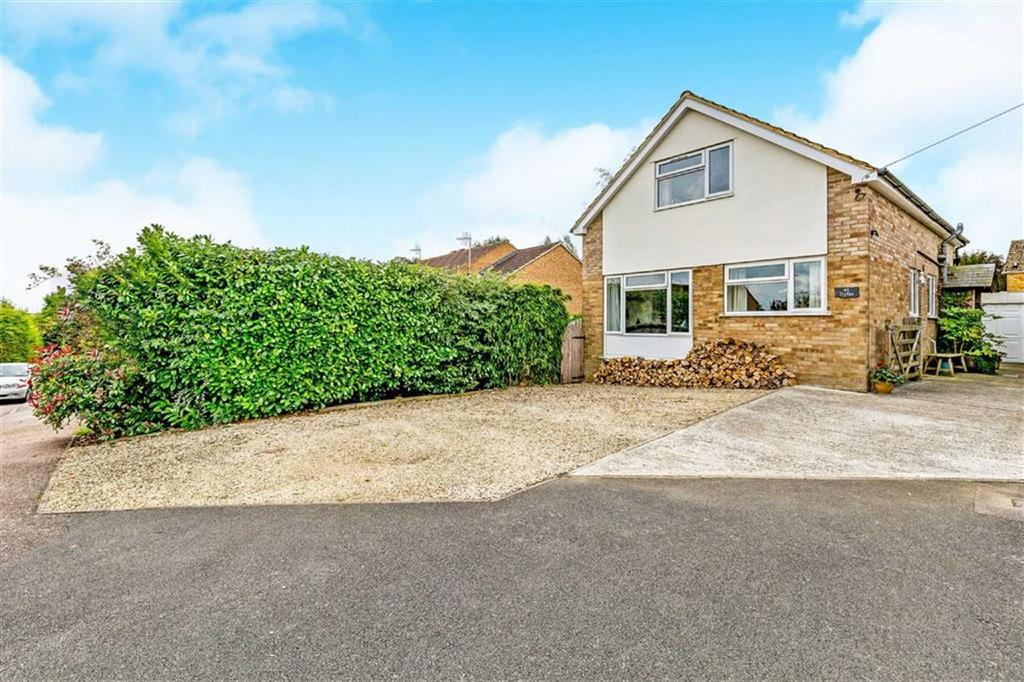 3 Bedrooms Detached House for sale in Horton Drive, Middleton Cheney