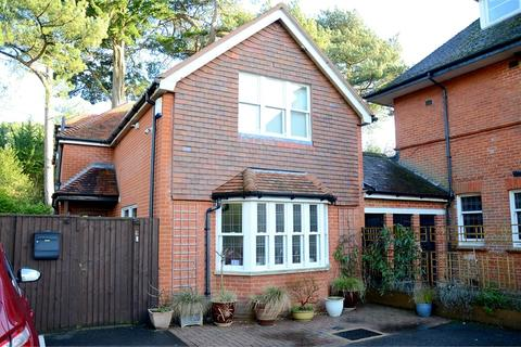3 bedroom detached house for sale - West Overcliff Drive, West Cliff, Bournemouth