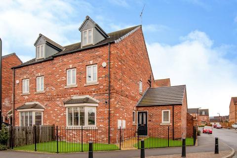 4 bedroom semi-detached house for sale - Progress Drive, Bramley