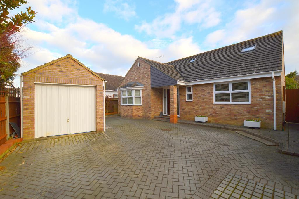 5 Bedrooms Detached House for sale in Duxford Close, Luton, LU3 2DB