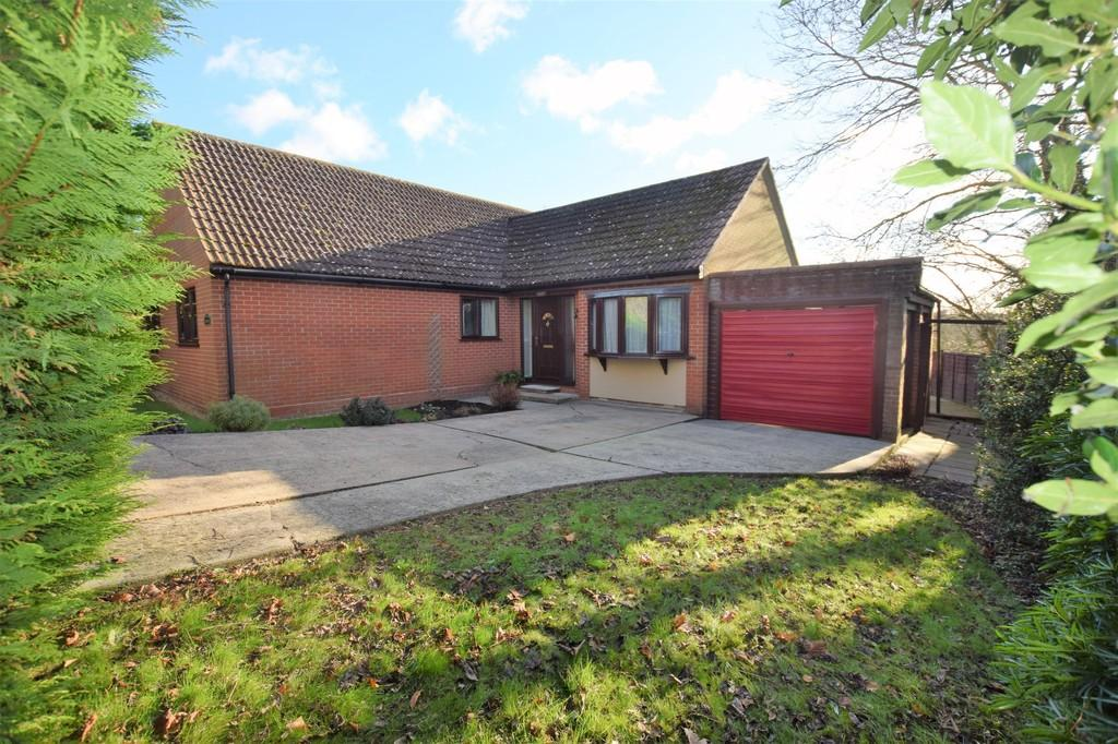 3 Bedrooms Detached Bungalow for sale in Monks Eleigh, Ipswich IP7 7JH