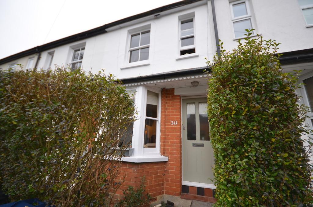 2 Bedrooms Terraced House for sale in Adams Park Road, Farnham