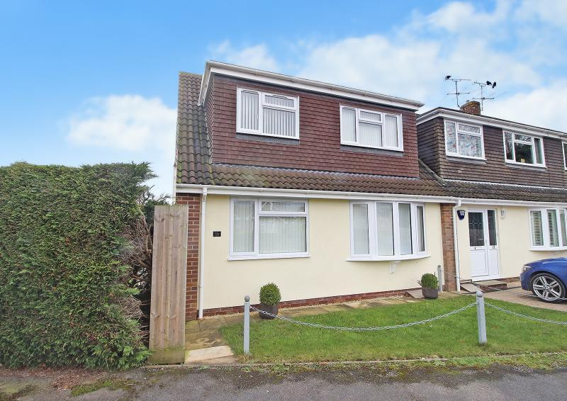 4 Bedrooms Semi Detached House for sale in Ruskin Drive, WARMINSTER, BA12