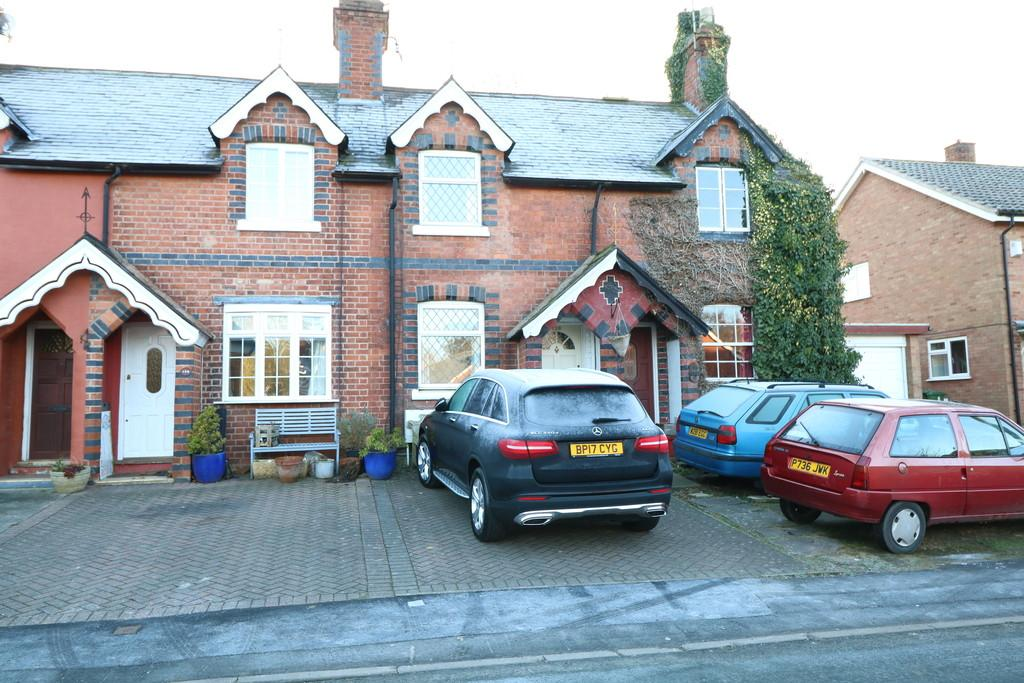 2 Bedrooms Terraced House for sale in School Lane, Kenilworth