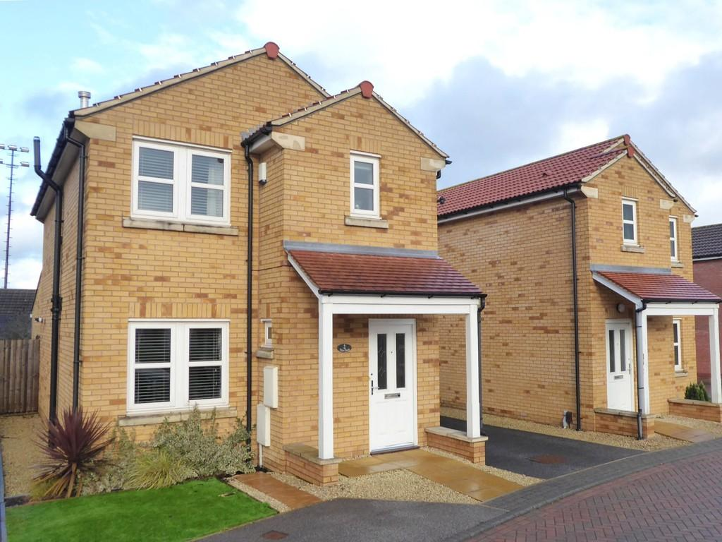 3 Bedrooms Detached House for sale in The Oval, Farsley