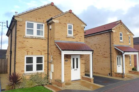 3 bedroom detached house for sale - The Oval, Farsley