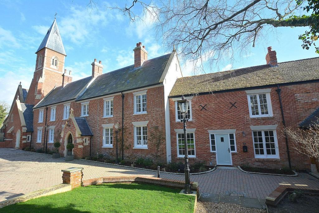 3 Bedrooms Mews House for sale in Stapehill Abbey, Wimborne