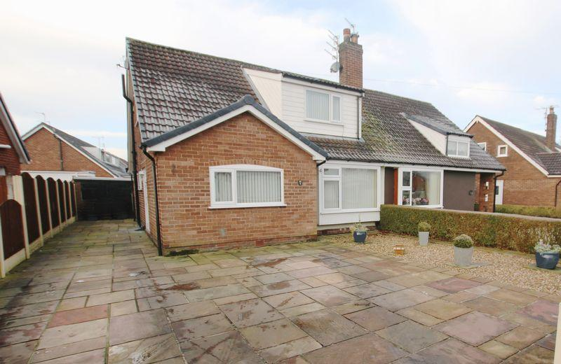 4 Bedrooms Semi Detached Bungalow for sale in Station Road, New Longton