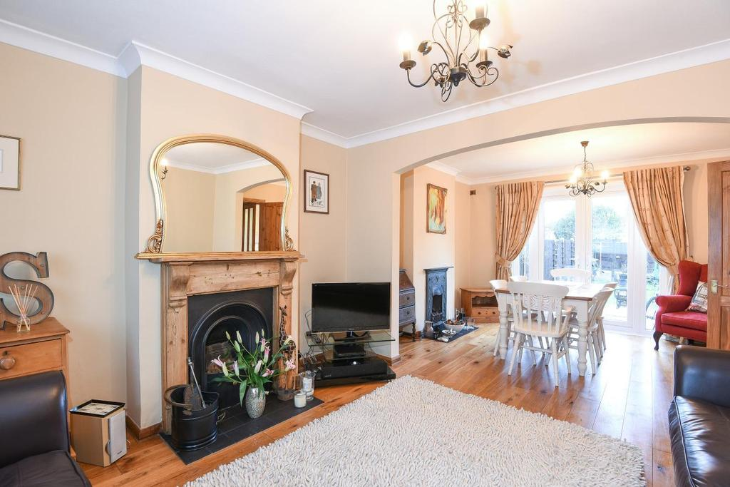 4 Bedrooms Terraced House for sale in Victoria Road, Mitcham