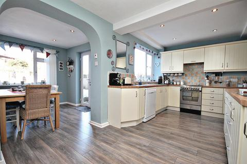 4 bedroom semi-detached house for sale - Mitford Close, High Shincliffe, Durham