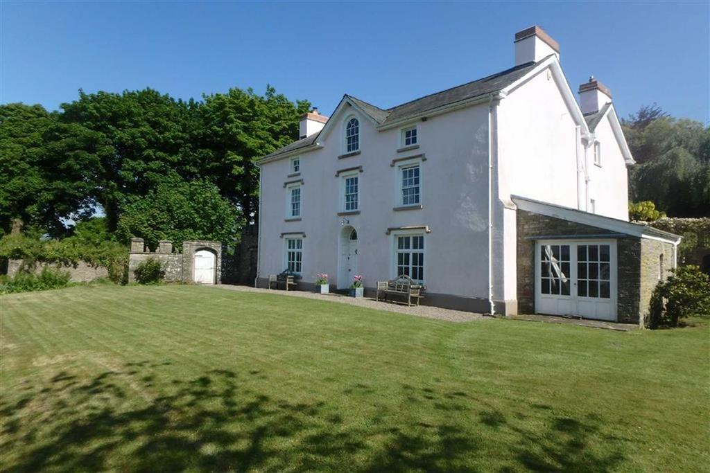 5 Bedrooms Detached House for sale in Brecon, Brecon, Powys