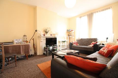4 bedroom flat to rent - Northwold Road, Stoke Newington, E5
