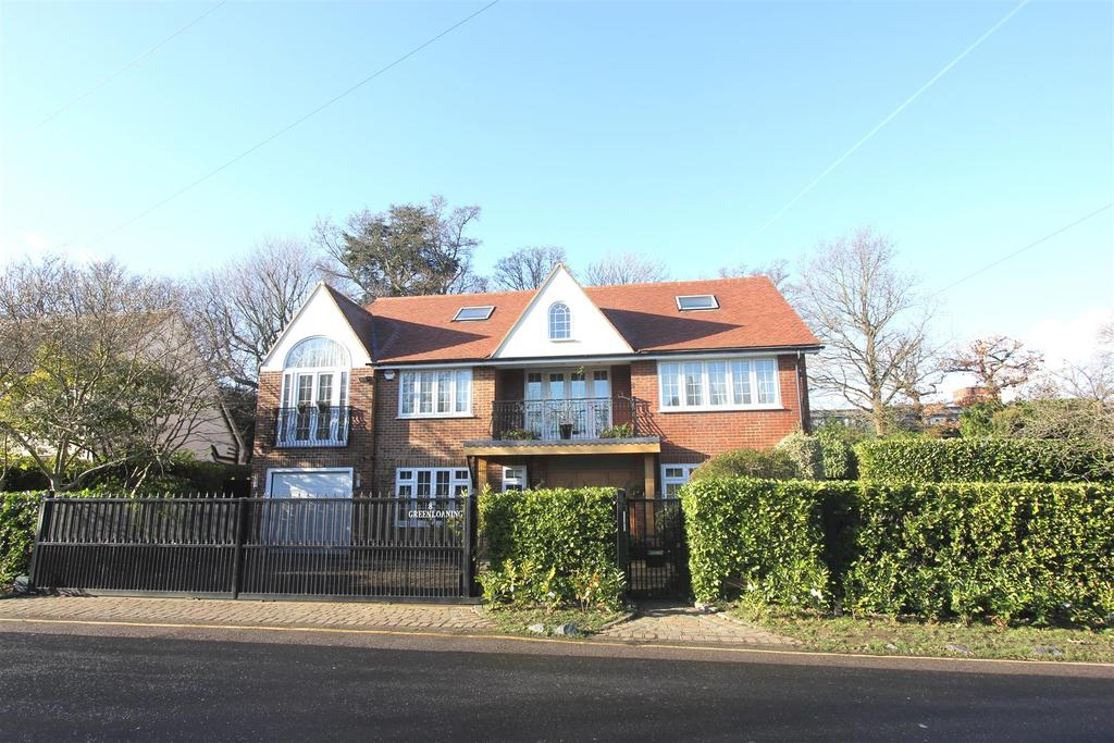 6 Bedrooms Detached House for sale in Herington Grove, Hutton Mount, Brentwood