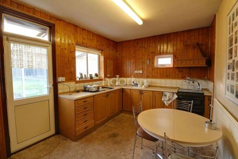 2 bedroom bungalow for sale - Exford Avenue, Westcliff on Sea