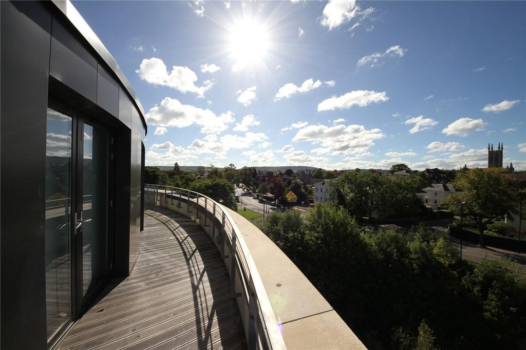 2 Bedrooms Apartment Flat for sale in St James Walk, Honeybourne Way, Cheltenham, GL50