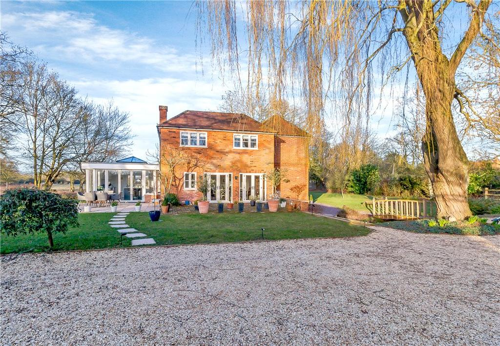 4 Bedrooms Detached House for sale in Sill Bridge Lane, Waltham St. Lawrence, Reading, Berkshire, RG10
