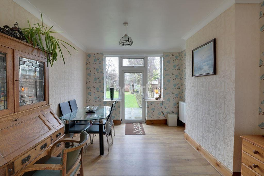3 Bedrooms Semi Detached House for sale in Dunstable Road, LU4