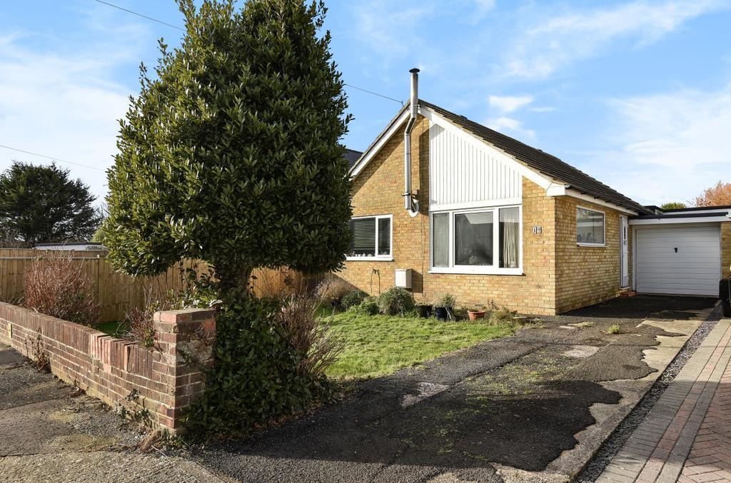 3 Bedrooms Detached Bungalow for sale in Seafield Close, East Wittering, PO20