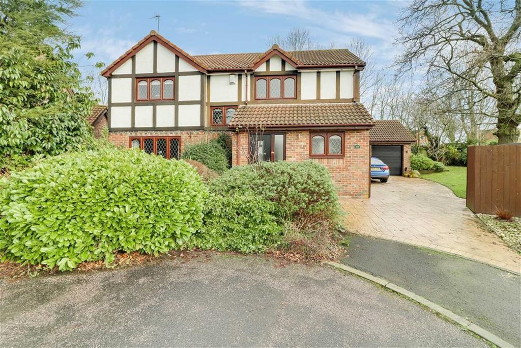 4 Bedrooms Detached House for sale in Lapwing Close, Winsford, Cheshire