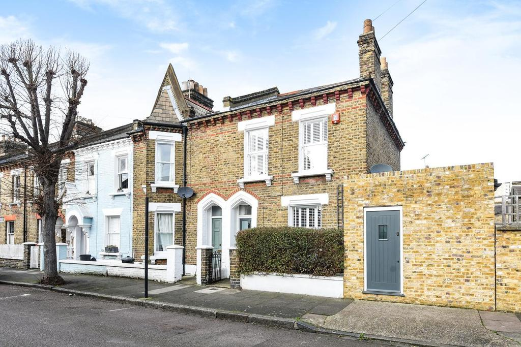 2 Bedrooms Terraced House for sale in Kingsley Street, Battersea