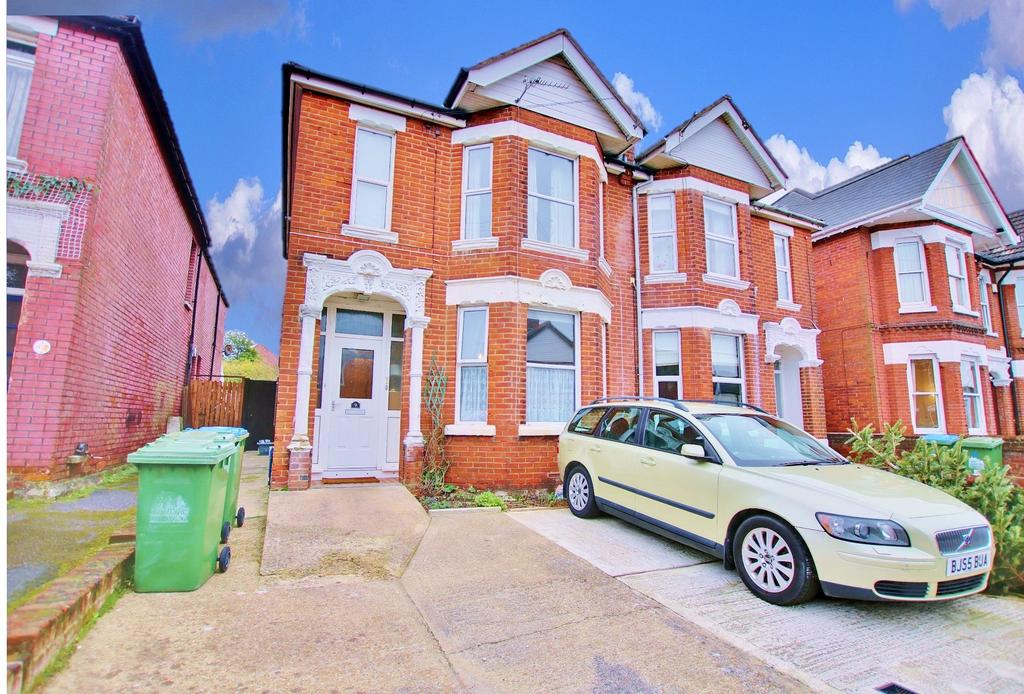 2 Bedrooms Ground Flat for sale in Southampton