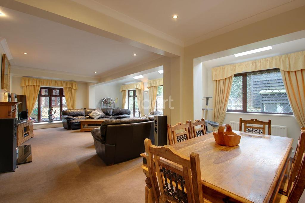 6 Bedrooms End Of Terrace House for sale in St Marys Green, Biggin Hill