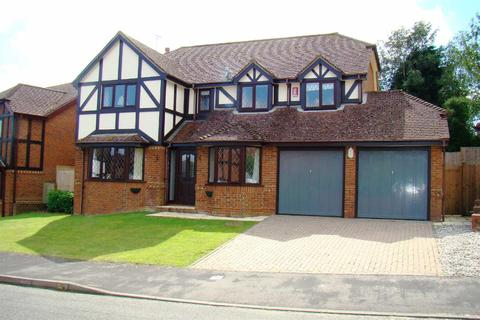4 bedroom detached house to rent - Farncombe Close, Wivelsfield Green