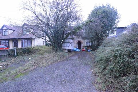3 bedroom property with land for sale - Dalys Road, Rochford, Essex