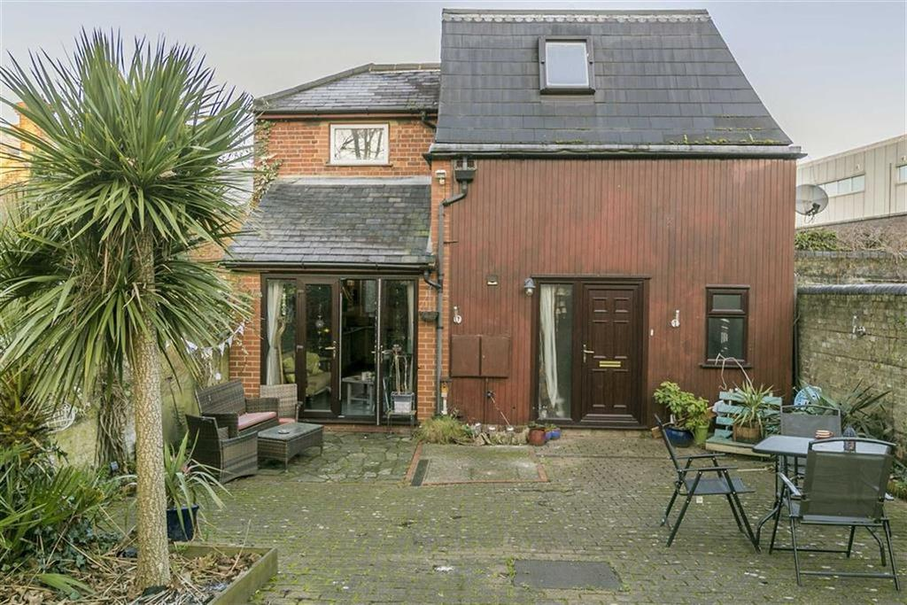 3 Bedrooms Detached House for sale in East Street, Epsom, Surrey