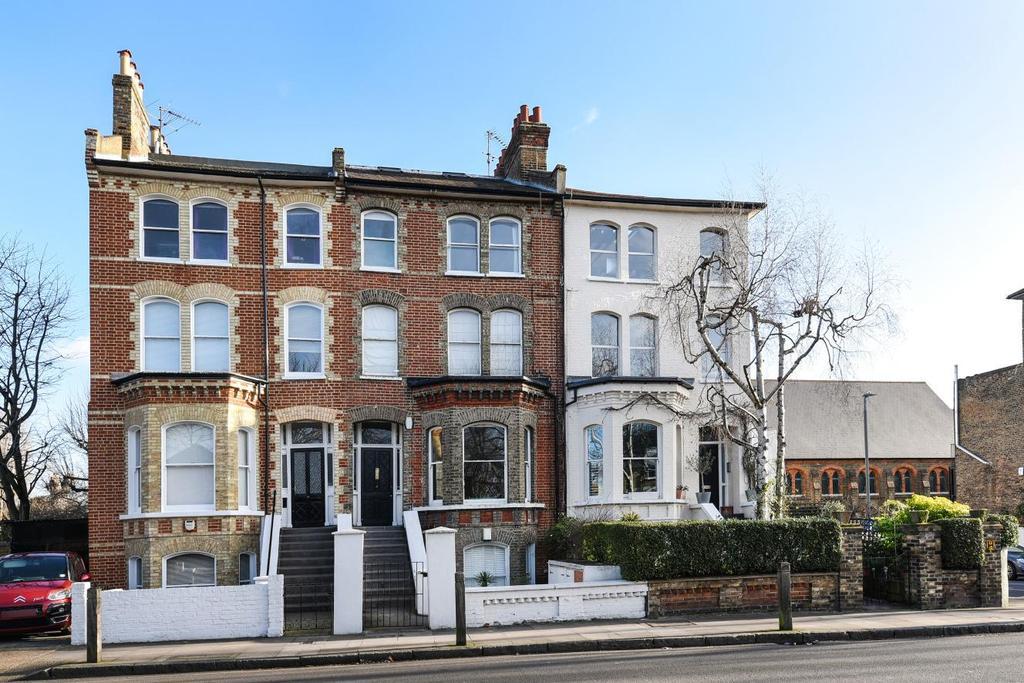 2 Bedrooms Flat for sale in Bolingbroke Grove, Battersea