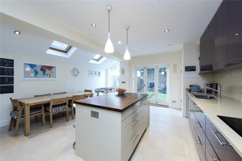 6 Bedrooms Terraced House for sale in Manchuria Road, Between The Commons, London, SW11