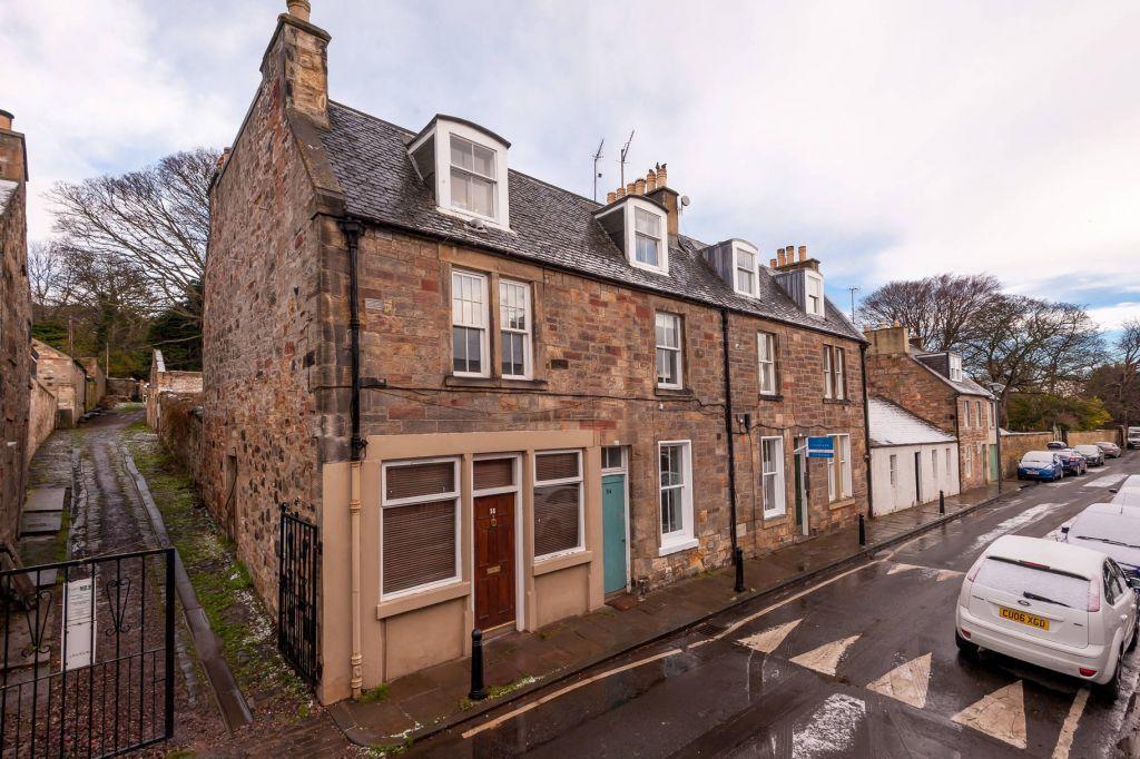 1 Bedroom Flat for sale in 54 (1F1) The Causeway, Duddingston Village, Edinburgh, EH15 3PZ