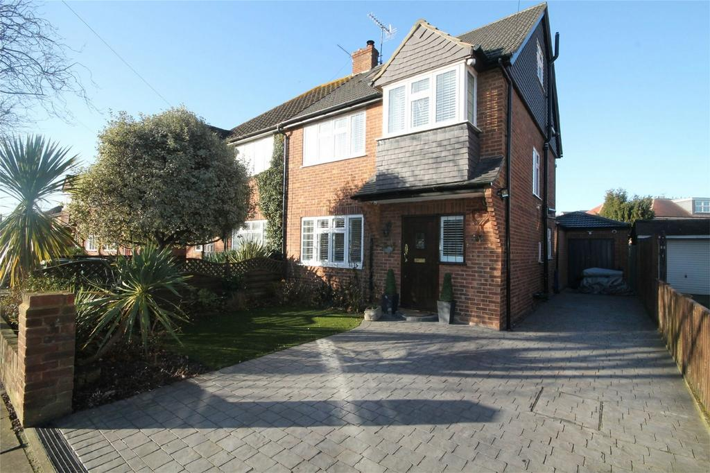 4 Bedrooms Semi Detached House for sale in Gordon Road, Ashford, Surrey