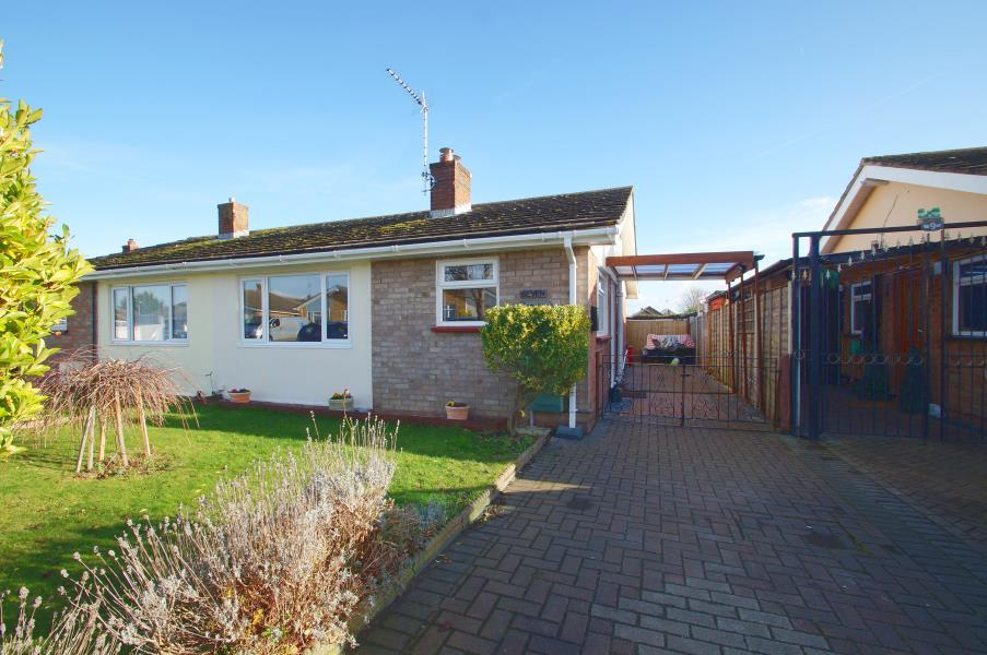 2 Bedrooms Bungalow for sale in GREAT CLACTON