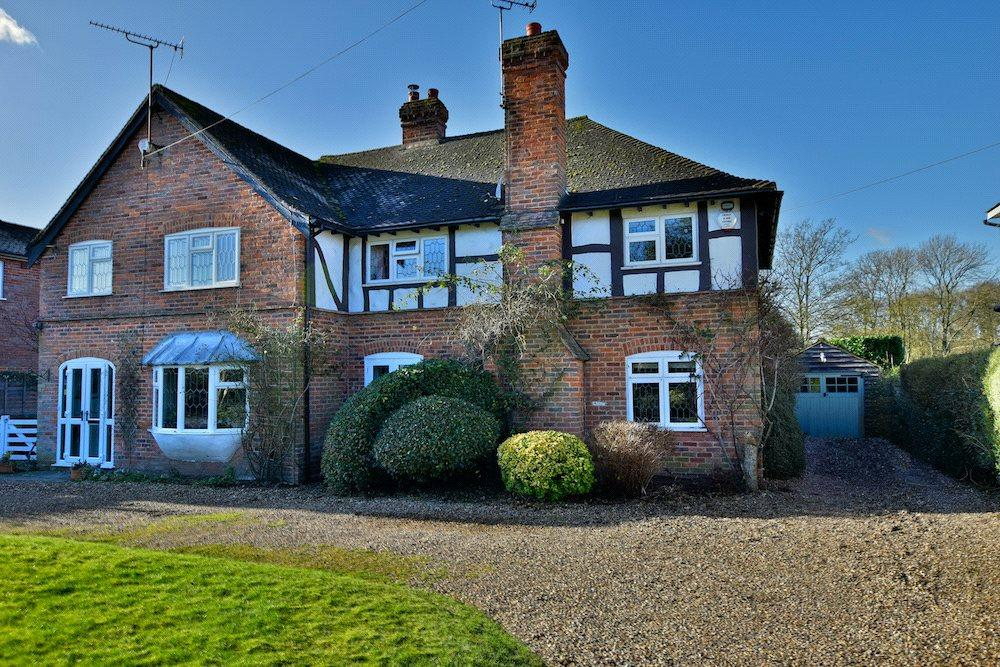 3 Bedrooms Semi Detached House for sale in Bucks Hill, Kings Langley, Hertfordshire, WD4