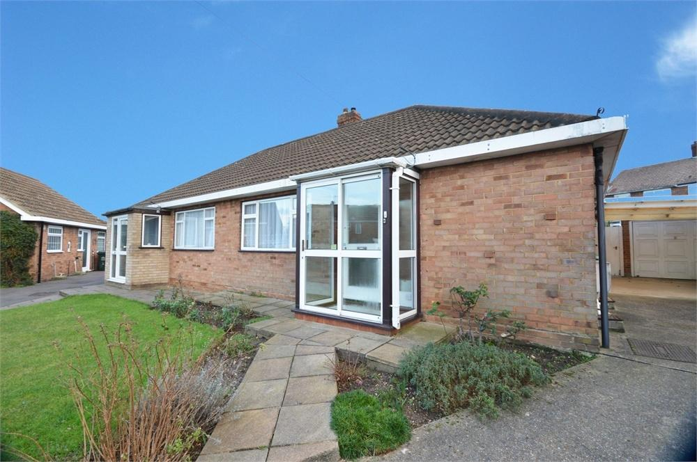 2 Bedrooms Semi Detached Bungalow for sale in Airedale Close, Fleet Estate, Dartford
